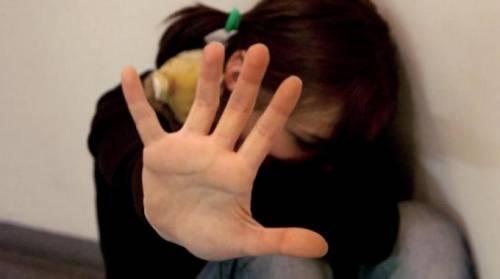 Caserta, si masturba davanti a una bambina di 12 anni: arrestato