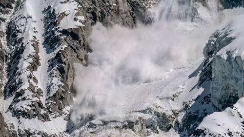 """Una valanga sulle montagne di Cortina travolge due fratelli: """"Uno è morto"""""""