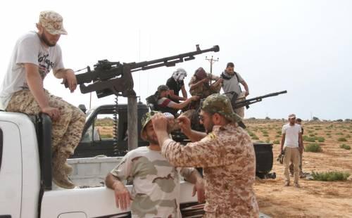 """Libia, Ankara sotto accusa: """"Inviati miliziani siriani al fianco di Al Sarraj"""""""