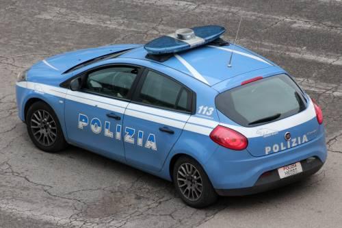 Brescia, picchia e sequestra la ex fidanzata in albergo per costringerla a sposarlo: arrestato 46enne