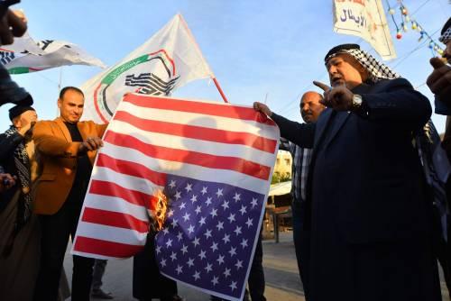 Iraq, assalto all'ambasciata Usa: bruciate bandiere americane