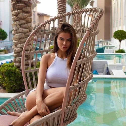Viktoria Odintcova sexy su Instagram 11