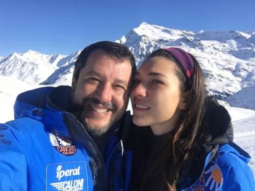 Capodanno sulla neve per Salvini. Tra selfie, fidanzata e figlia