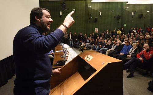 """Tutta l'ira di Salvini sul governo """"Referendum sui dl Sicurezza"""""""