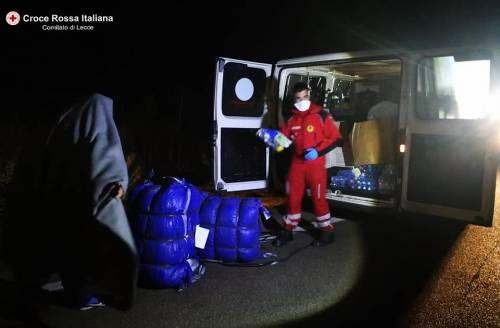 Lecce, i migranti appena soccorsi dalla croce rossa 2