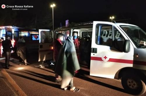 Lecce, i migranti appena soccorsi dalla croce rossa 4