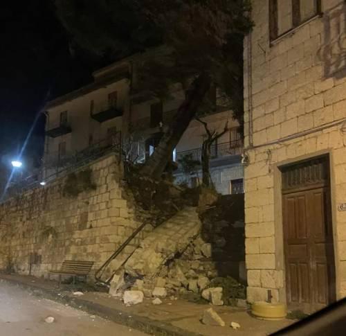 """Tetti crollati, alberi sradicati e decine di feriti: il bollettino """"di guerra"""" del vento 6"""