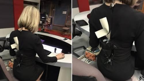Cerniera si rompe prima della diretta, presentatrice della Bbc in onda con scotch sul vestito