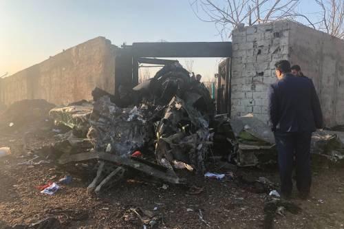 """Cade Boeing ucraino, 176 morti L'ipotesi: """"Colpito da un missile"""""""