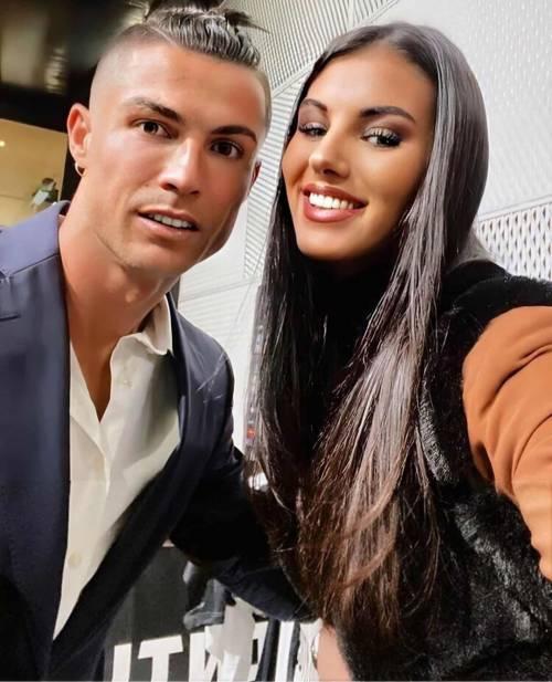 Cristiano Ronaldo, selfie sospetto con Miss Italia