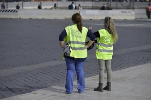 Vigili urbani romani in felpa e jeans, l'ira della Lamorgese