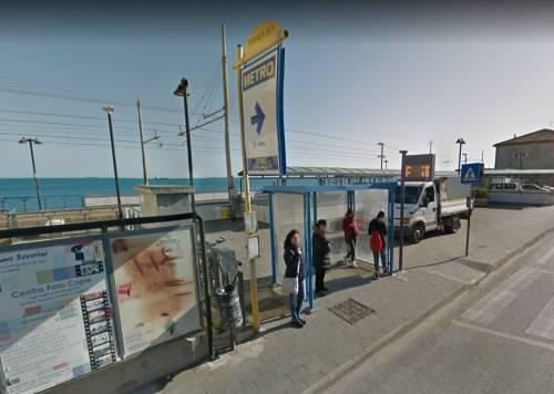Ancona, gambiano senza biglietto aggredisce controllore: denunciato