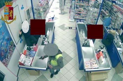 Rapinatore seriale di esercizi commerciali arrestato a Milano 4