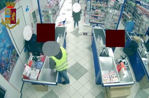 Rapinatore seriale di esercizi commerciali arrestato a Milano 6