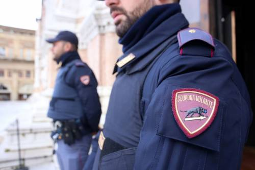 Stavano trainando la moto appena rubata, arrestati in due a Napoli