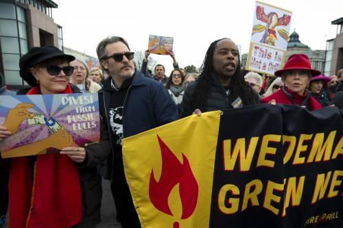Joaquin Phoenix in piazza contro i cambiamenti climatici 2