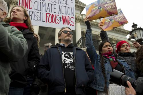 Joaquin Phoenix in piazza contro i cambiamenti climatici 6