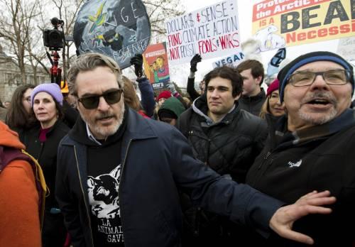 Joaquin Phoenix in piazza contro i cambiamenti climatici 7