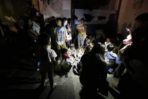 Filippine, la colonna di fumo del vulcano 9