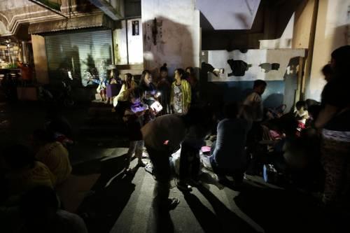 Filippine, la colonna di fumo del vulcano 2