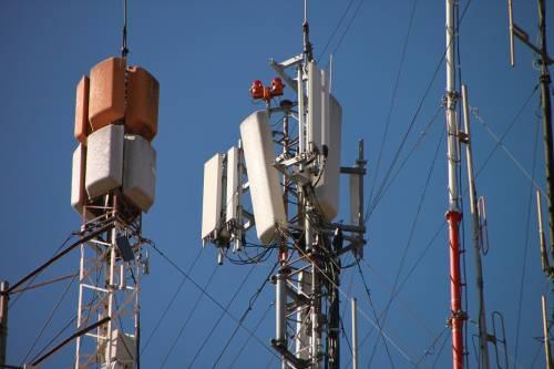 Scontro residenti forze dell'ordine a Quarto Flegreo: il no dei cittadini all'antenna 5G