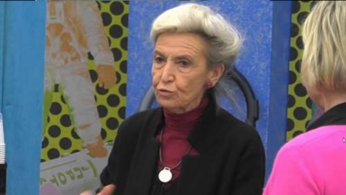 """""""Wanda Nara è un mostro"""", Barbara Alberti senza freni al Gf. Poi copre il microfono"""