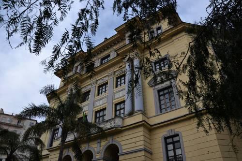 Salerno, atti vandalici al liceo Tasso: divelta la porta d'ingresso