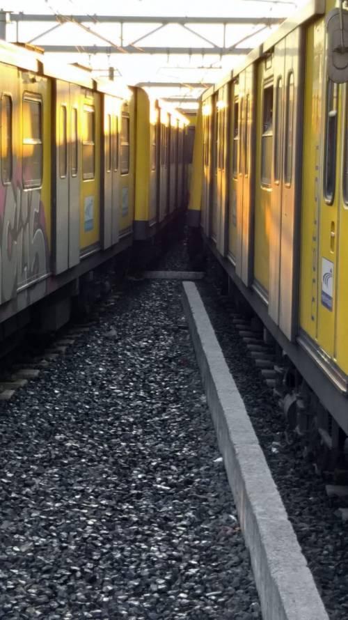 Napoli, scontro tra due treni nella metropolitana 3