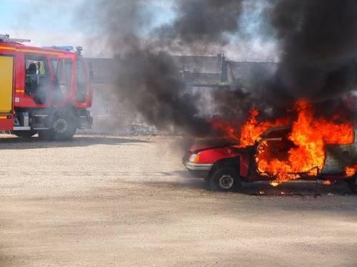 Caserta, esce dalla comunità  dopo aver scontato la pena  e incendia le auto degli operatori