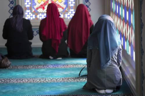 """Bufera in Iran su una donna arbitro di scacchi: """"Ha diretto una gara senza il velo islamico"""""""