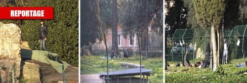 Migranti accampati sui ruderi: il parco ai piedi del Colosseo è diventato una favela
