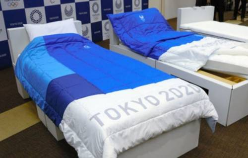 """Tokyo 2020, i letti saranno ecologici: """"No sesso a tre, rischiano di rompersi"""""""