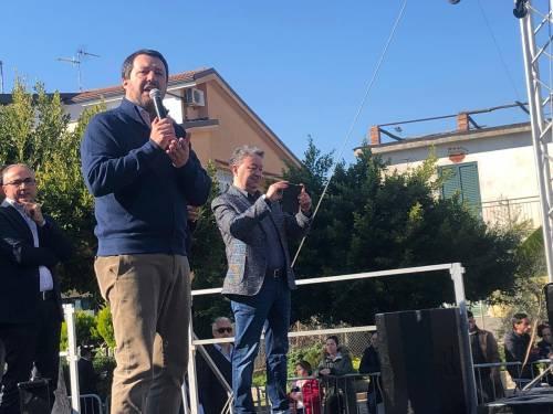 Salvini durante il suo comizio a Riace