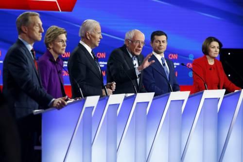Il New York Times si piega al MeToo: sostiene Warren e Klobuchar