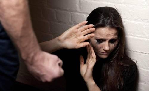 """Chieti, uomo picchia la moglie: """"L'ha ridotta a uno stato perenne di terrore"""""""