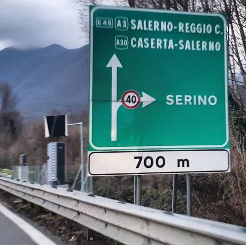 Avellino, autovelox nascosto dietro un cartello in autostrada