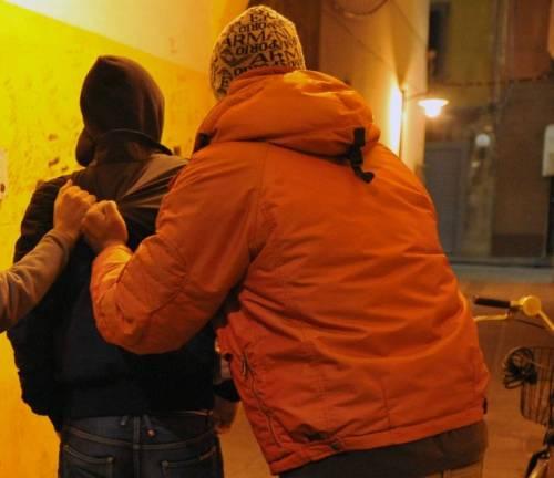 Caserta, albanese irregolare accoltella il fratello per soldi