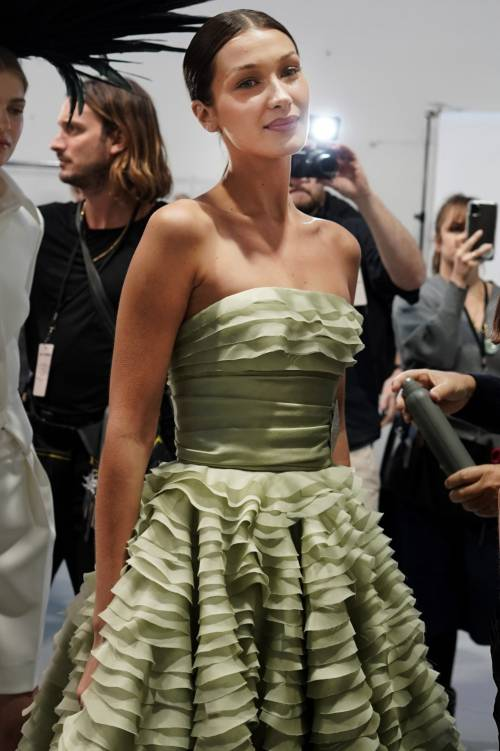 Bella Hadid sexy in passerella, foto 3