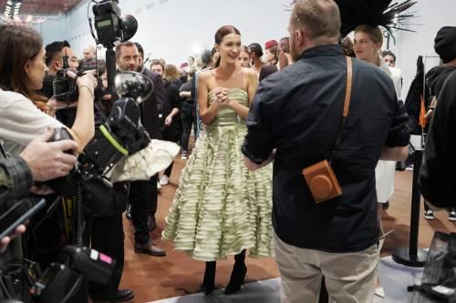 Bella Hadid sexy in passerella, foto 4