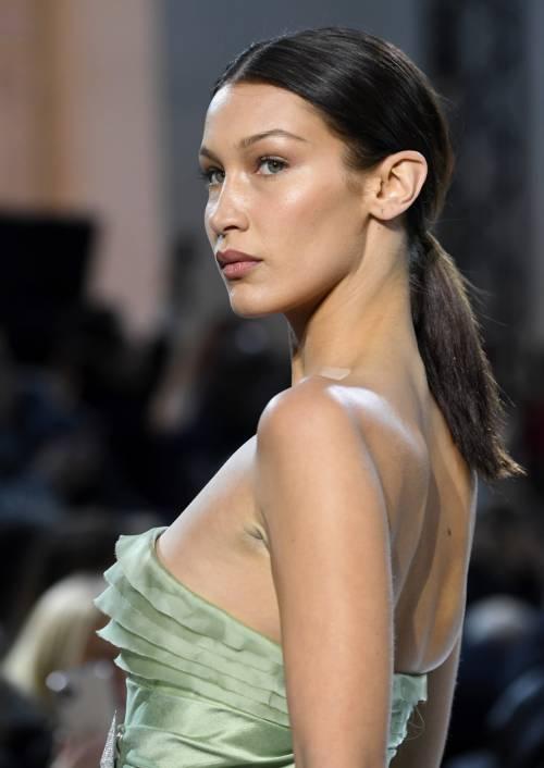Bella Hadid sexy in passerella, foto 6