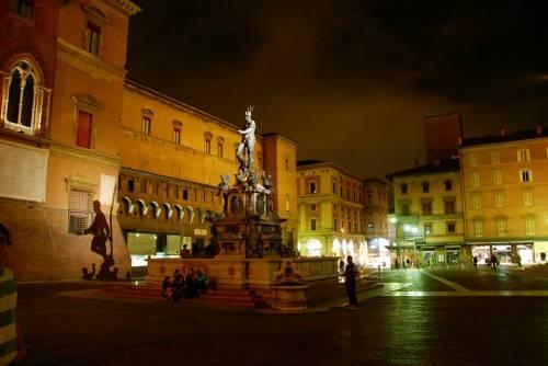 Bologna, pachistano aggredisce tre donne in centro nella stessa serata