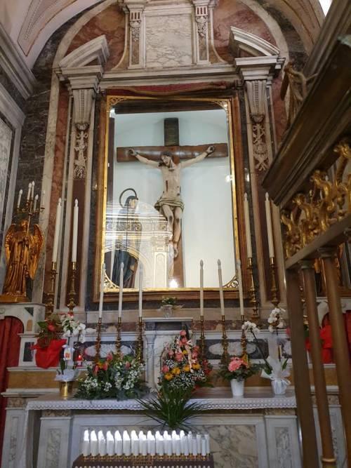 Caserta, furto sacrilego nel Duomo di Marcianise: rubata corona di uno storico crocifisso