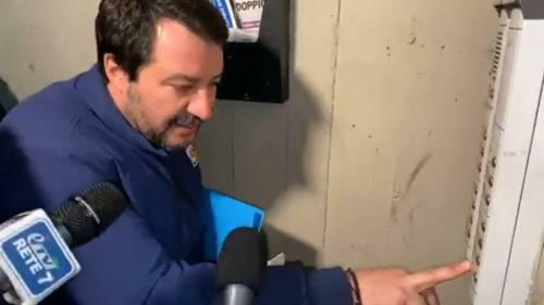 Salvini al citofono al Pilastro. Ora c'è un'inchiesta su un carabiniere
