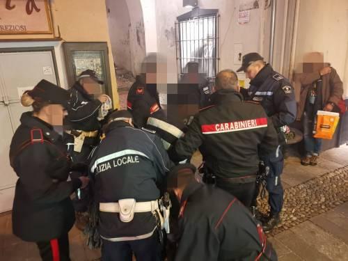 Africano reagisce al controllo: 4 agenti non riescono a fermarlo 2