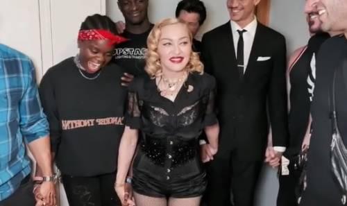 """Madonna sospende il tour: """"Devo riposarmi"""""""