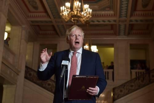 """Covid-19, Boris Johnson choc: """"Abituatevi a perdere i vostri cari"""""""