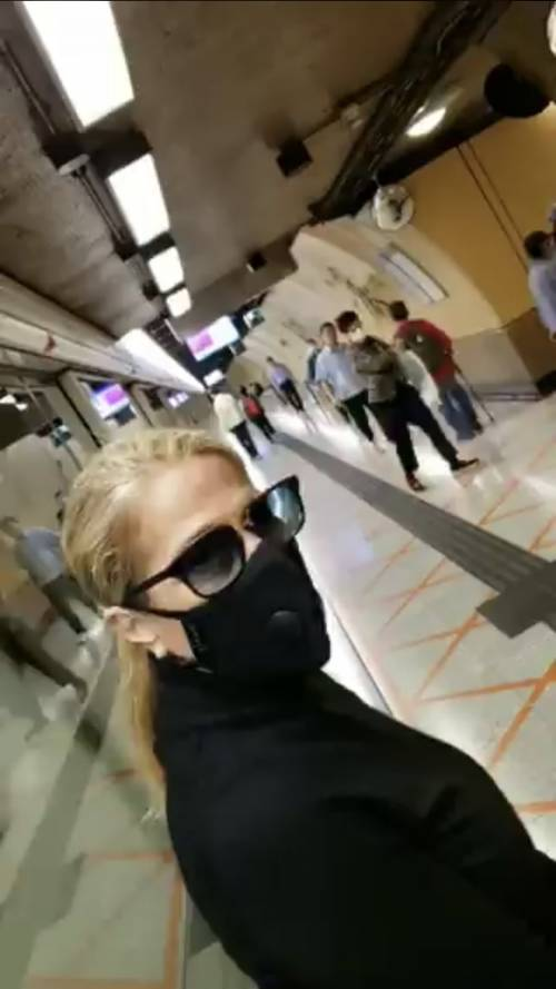 """Heather Parisi da Hong Kong racconta il Coronavirus: """"Ho supplicato di mettermi da parte la carta igienica"""""""