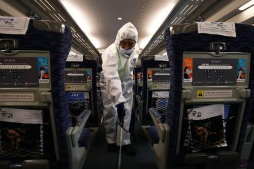 Coronavirus, è caos rimpatri dalla Cina: possibile ponte aereo per gli italiani