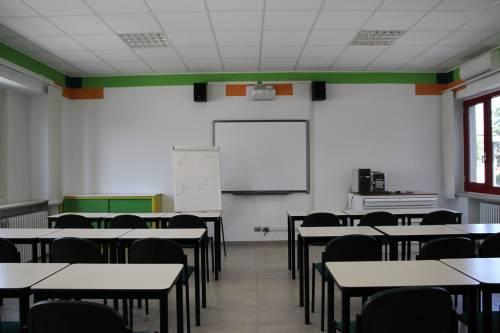 """Insegnante minaccia alunni: """"Canta"""