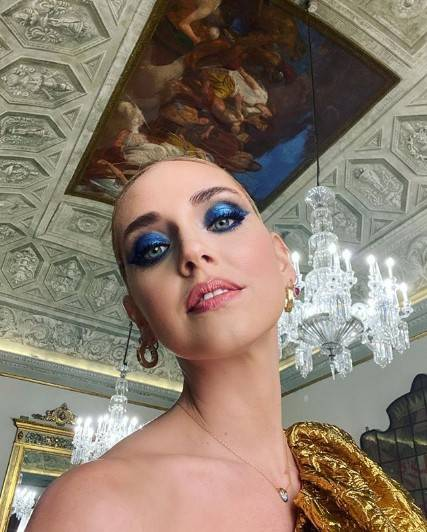 """Chiara Ferragni mostra i look degli Oscar ma il web nota un dettaglio: """"Sporcacciona"""""""